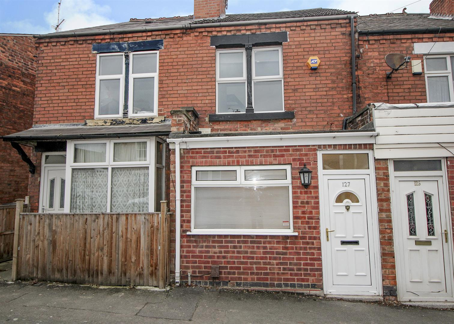 3 Bedrooms Terraced House for sale in Derby Road, Sandiacre, Nottingham
